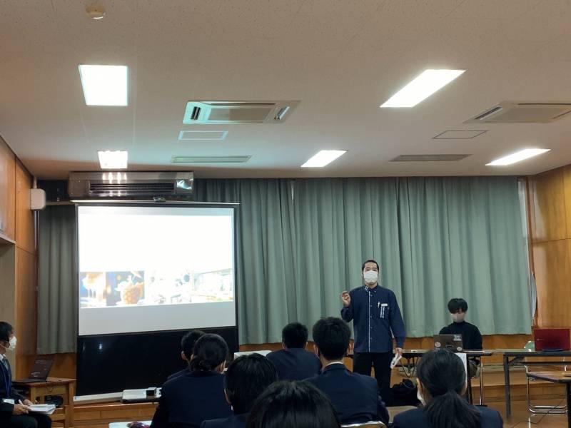 県内中学校への出前講座授業に講師として参加